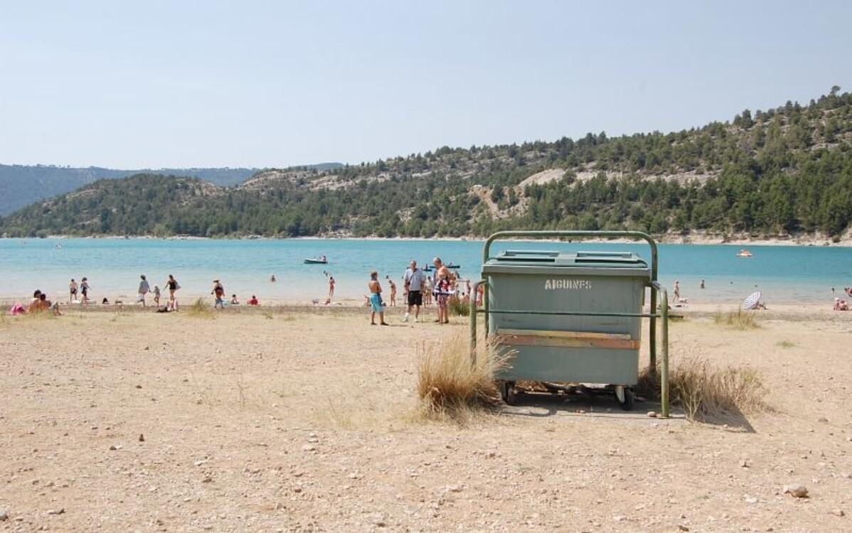 """Afin de laisser """"les lieux aussi propres que vous souhaiteriez les trouver en arrivant"""", ramassons nos détritus !... [Crédit photo : ©Pixel whippersnapper on Visualhunt]"""
