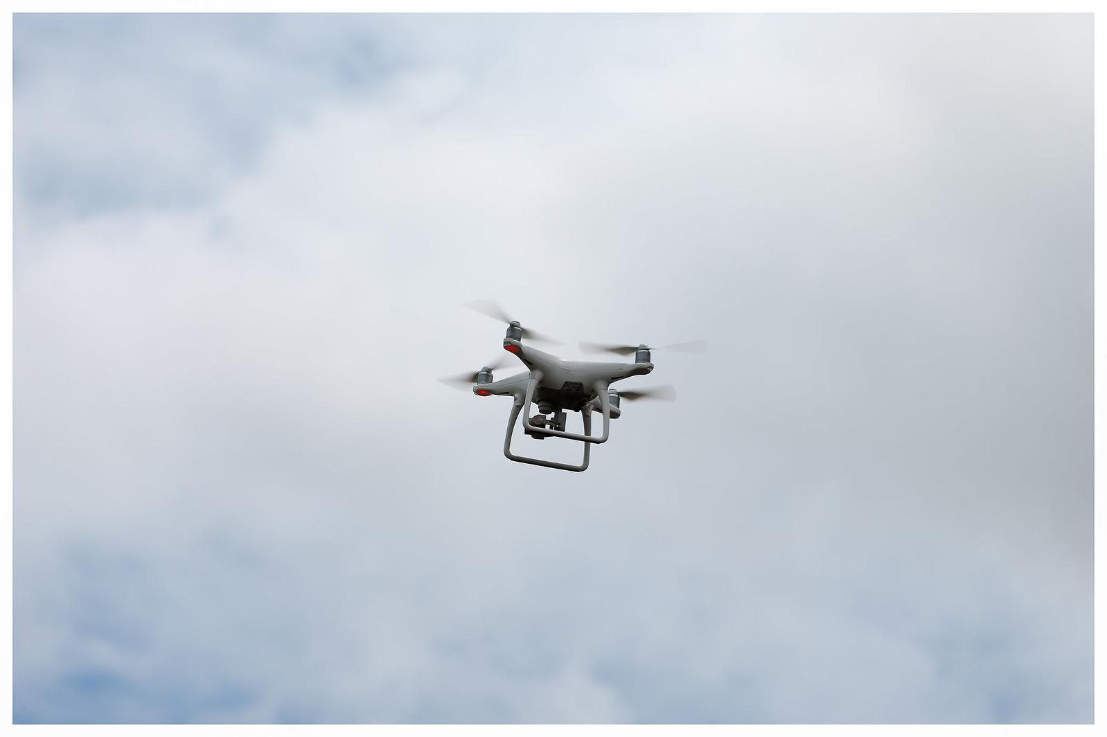 """Suivons à la lettre le """"Guide pour le survol de drone sur le territoire du Parc""""... [Crédit photo : ©Patrice Calatayu on Visualhunt]"""