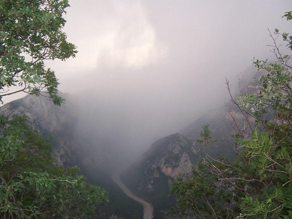 En plus des éventuels départs de feu, la météo peut changer très rapidement dans les gorges du Verdon... Redoublons de vigilance !