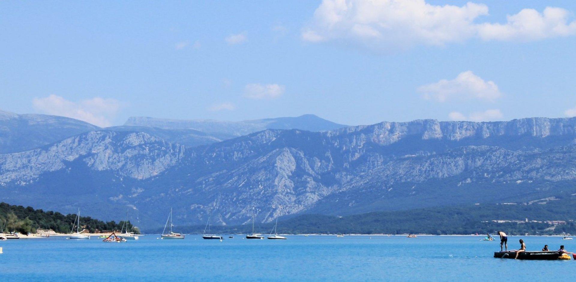 bateau sur le lac de sainte croix