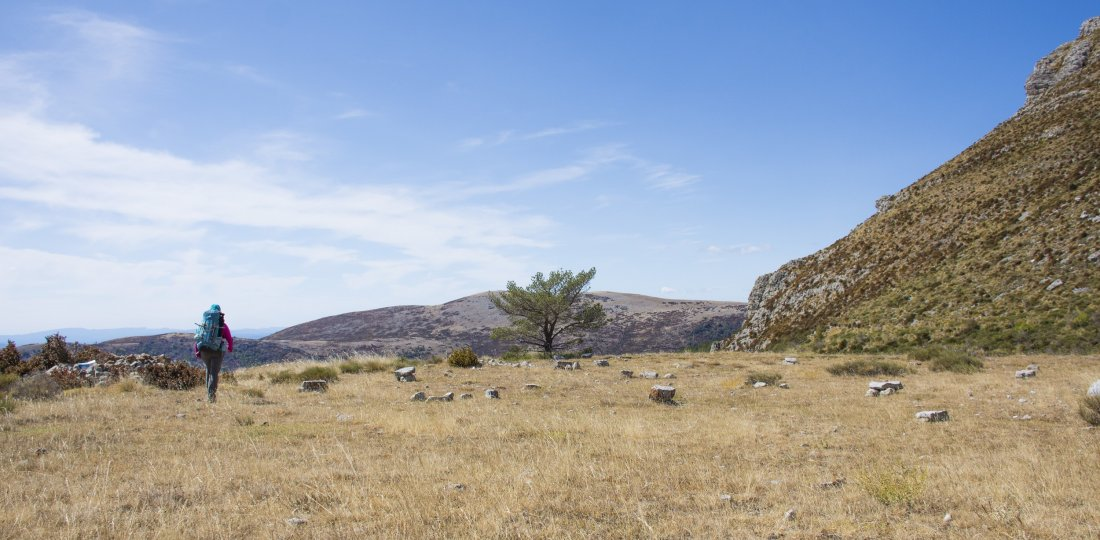 Tout l'offre en sports terrestres de Moustiers : randonnée pédestre, vélo, équitation & trail ! (©AD04-Philippe Murtas)