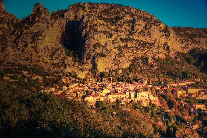 Les 3 petites randonnées incontournables au départ du village de Moustiers