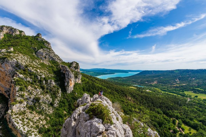 Une partie du superbe point de vue offert à mi-chemin par le belvédère de Tréguier ! (©AD04-Teddy Verneuil)