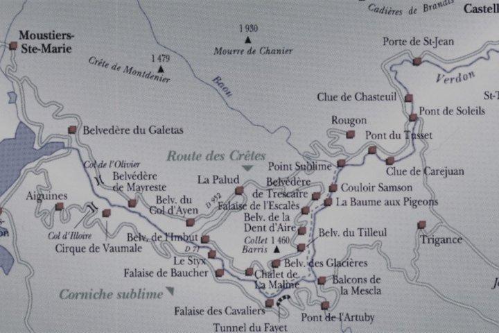 Les gorges du Verdon et le lac de Sainte-Croix offrent deux des trois randonnées en itinérance incontournables au départ du village de Moustiers...