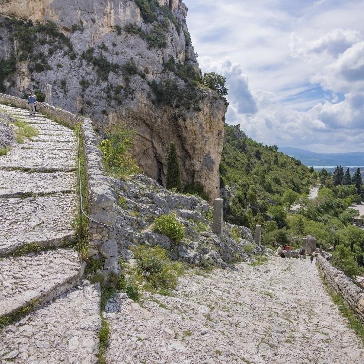 Les petites randonnées incontournables depuis Moustiers-Sainte-Marie